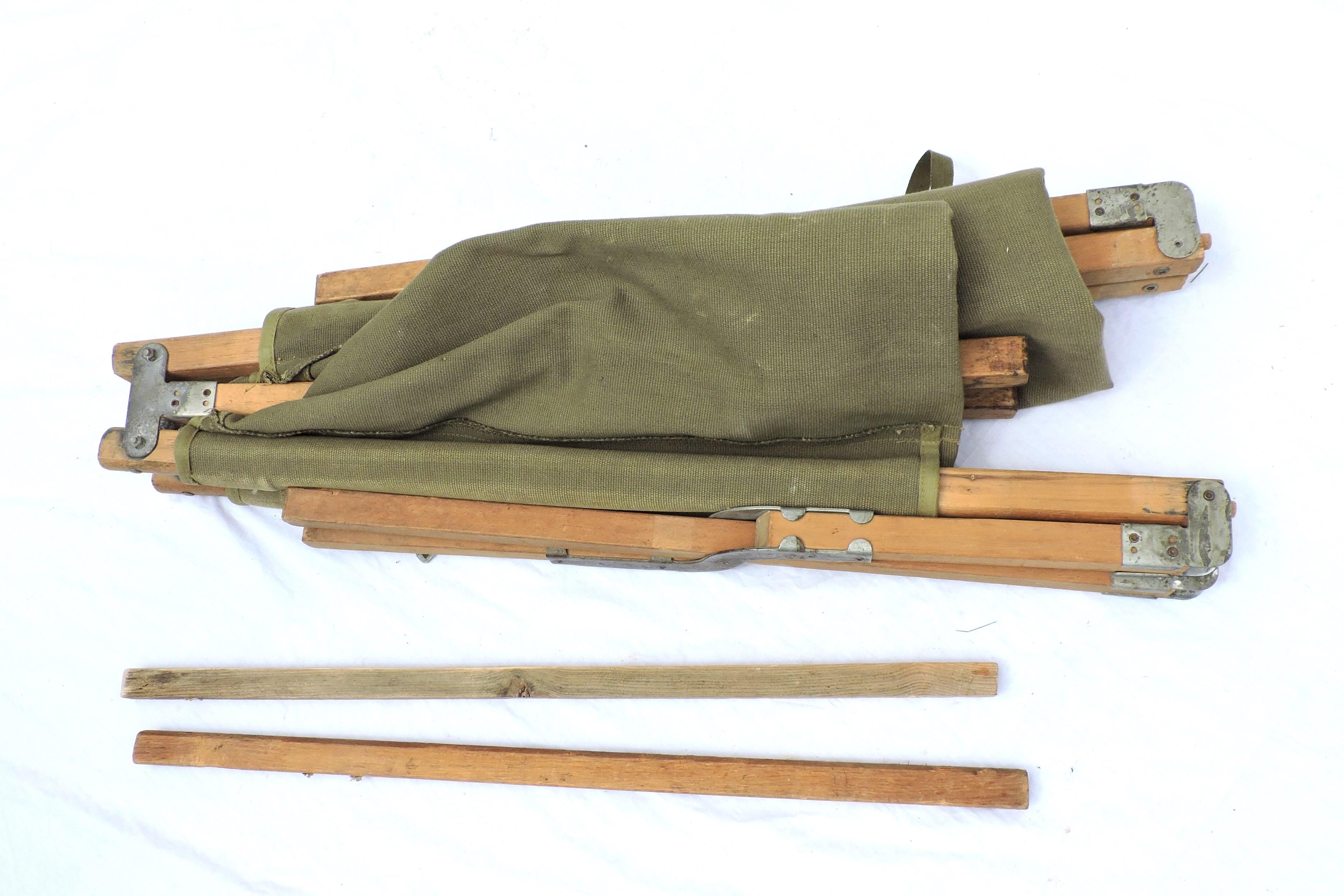 lit de camp pliant us de la seconde guerre mondiale. Black Bedroom Furniture Sets. Home Design Ideas