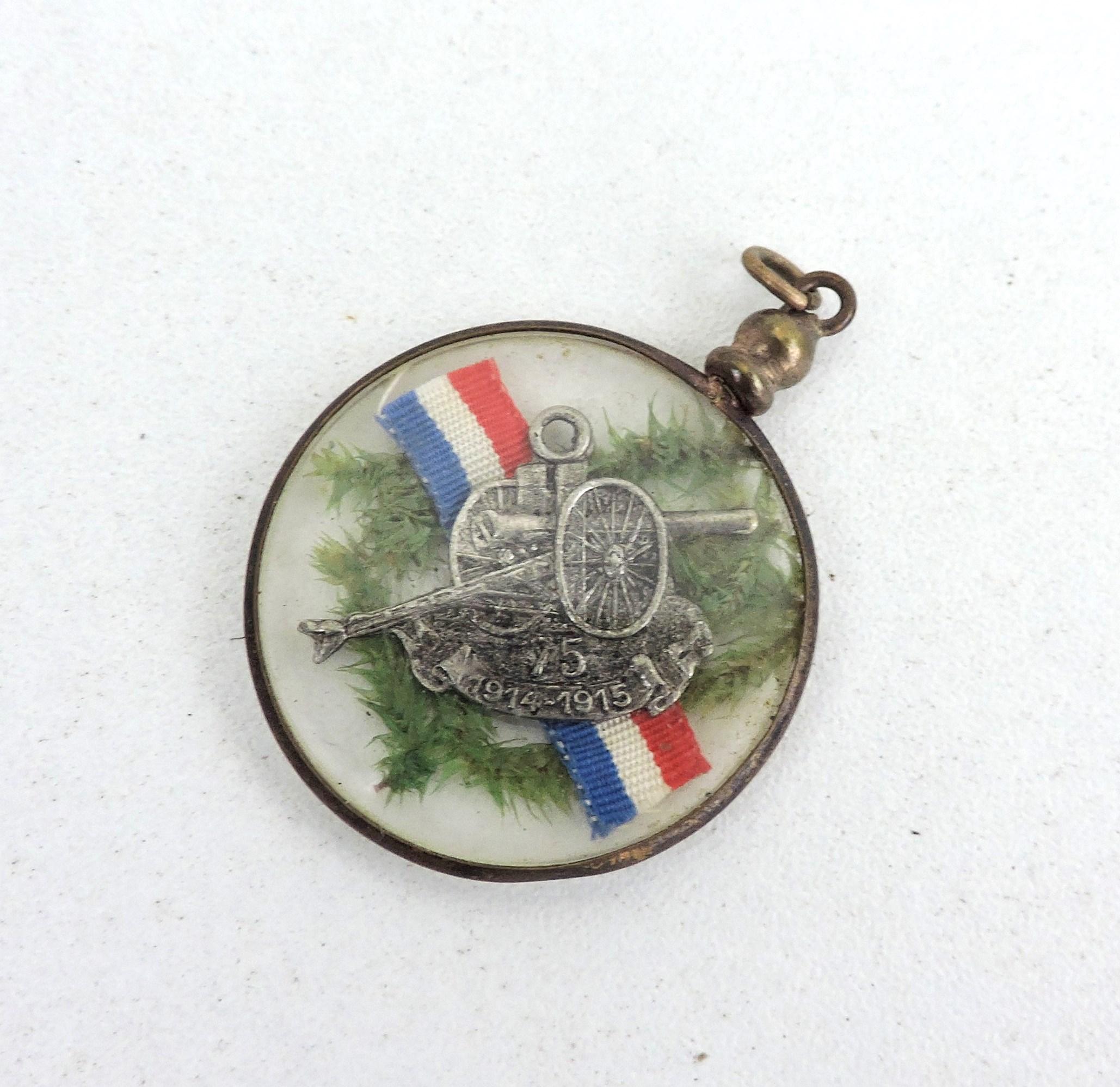 Pendentif sous verre canon de 75 porte bonheur 1915 - Canon de porte ...